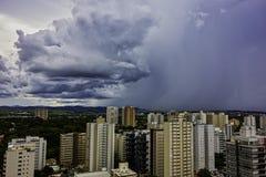 在市佐尾Jose Dos坎波斯下雨接近,圣保罗,巴西 免版税库存图片