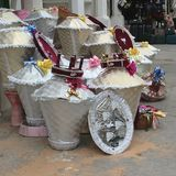 在市场上卖的婚礼陪嫁 免版税库存图片