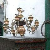 在市场上卖的枝形吊灯 免版税库存照片