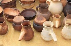 在市场上卖的生态黏土瓦器陶瓷 库存照片