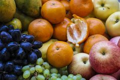 在市场上的新鲜水果 免版税库存照片