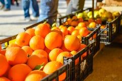 在市场上的新鲜的桔子 免版税图库摄影