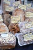 在市场上的新鲜面包 免版税图库摄影