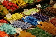 在市场上的糖果 库存图片