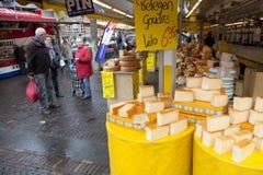 在市场上的荷兰干酪在费嫩达尔 免版税图库摄影