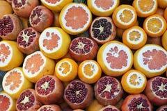 在市场上的雅致的新鲜水果在伊斯坦布尔 免版税图库摄影