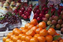 在市场停转的果子 免版税库存照片