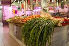 在市场摊位的菜 库存图片