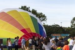 在市场的五颜六色的热空气气球 免版税库存图片