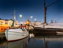 在市场的小船 免版税图库摄影