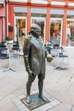 在市场的格奥尔克里斯托弗施波恩Lichtenberg的纪念碑在Göttingen 免版税库存照片