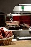 在市场立场的被治疗的烟肉片 图库摄影