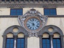 在市政修造的卢卡意大利的时钟 免版税库存照片