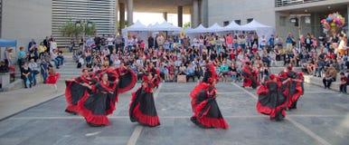 在市政厅的传统舞蹈 库存照片