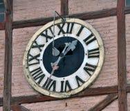 在市政厅的古老时钟 免版税库存照片
