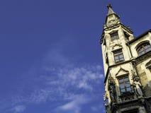 在市政厅的塔在慕尼黑 免版税图库摄影