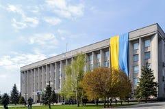 在市政厅的旗子 免版税库存图片