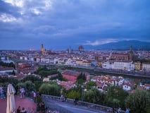 在市的全景从米开朗基罗广场的佛罗伦萨告诉了Piazzale米开朗基罗-佛罗伦萨/意大利- 库存图片