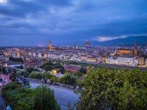 在市的全景从米开朗基罗广场的佛罗伦萨告诉了Piazzale米开朗基罗-佛罗伦萨/意大利- 库存照片