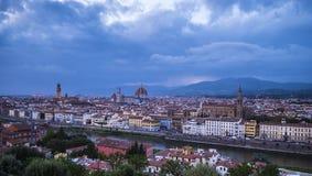 在市的全景从米开朗基罗广场的佛罗伦萨告诉了Piazzale米开朗基罗 库存照片