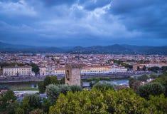 在市的全景从米开朗基罗广场的佛罗伦萨告诉了Piazzale米开朗基罗 图库摄影