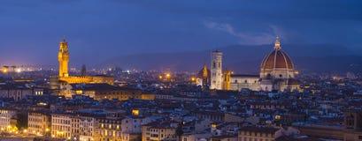 在市的全景从米开朗基罗广场的佛罗伦萨告诉了Piazzale米开朗基罗 免版税图库摄影