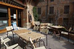 在市的历史的部分的一个舒适意大利露天咖啡馆贝尔蒂诺罗 免版税库存照片
