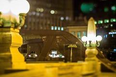 在市的场面芝加哥附近伊利诺伊在晚上 图库摄影
