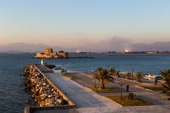 在市的堤防Nafplion希腊,伯罗奔尼撒 库存图片