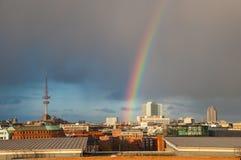 在市的彩虹汉堡上 库存照片