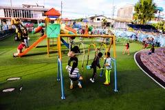 在市Puyo停放孩子在厄瓜多尔 免版税库存图片