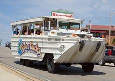 在布兰松,密苏里乘坐鸭子水生车 免版税库存图片