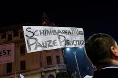 在布加勒斯特示范的政治口号 免版税库存图片