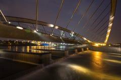 在布城水坝的被成拱形的桥梁和水坝 库存照片