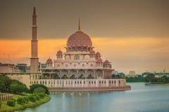 在布城清真寺,吉隆坡的日落 图库摄影