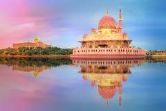 在布城清真寺,吉隆坡的日落 免版税库存图片