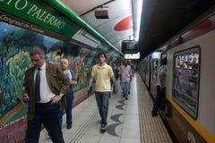 在布宜诺斯艾利斯地铁的场面 图库摄影