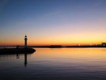 在布尔加斯港的灯塔日落的 免版税库存图片