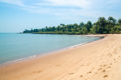 在布巴克海岛, Bijagos群岛,几内亚比绍,西非上的美丽的离开的热带海滩 免版税库存图片