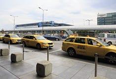 在布拉格国际机场附近的出租汽车 图库摄影