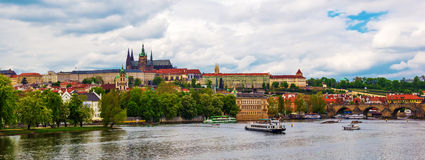 在布拉格城堡的全景与圣Vitus大教堂 库存照片