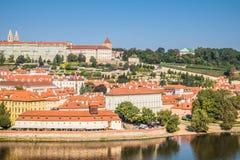 在布拉格的看法从老镇桥梁塔 免版税库存图片