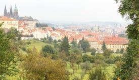 在布拉格的看法从高度Petrin小山 免版税库存照片