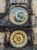 在布拉格老镇中心,捷克Republ的天文学钟楼 免版税库存图片