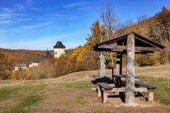 在布拉格,捷克共和国附近的哥特式皇家城堡Karlstejn 免版税库存照片