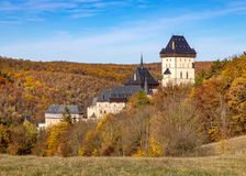 在布拉格,捷克共和国附近的哥特式皇家城堡Karlstejn 库存照片