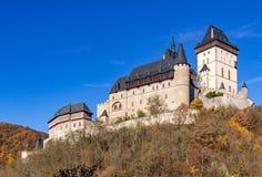 在布拉格,捷克共和国附近的哥特式皇家城堡Karlstejn 免版税图库摄影