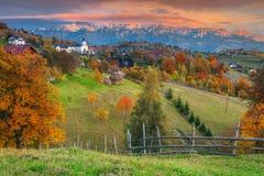 在布拉索夫, Magura,特兰西瓦尼亚,罗马尼亚,欧洲附近的秋天高山农村风景 图库摄影