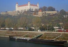 在布拉索夫城堡和多瑙河,斯洛伐克的看法 库存照片