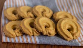 在布料的黄油曲奇饼 免版税库存图片